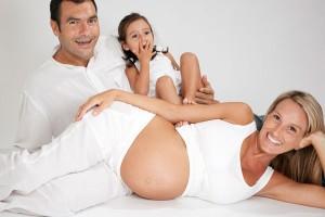 Foto de familia esperando a un bebé